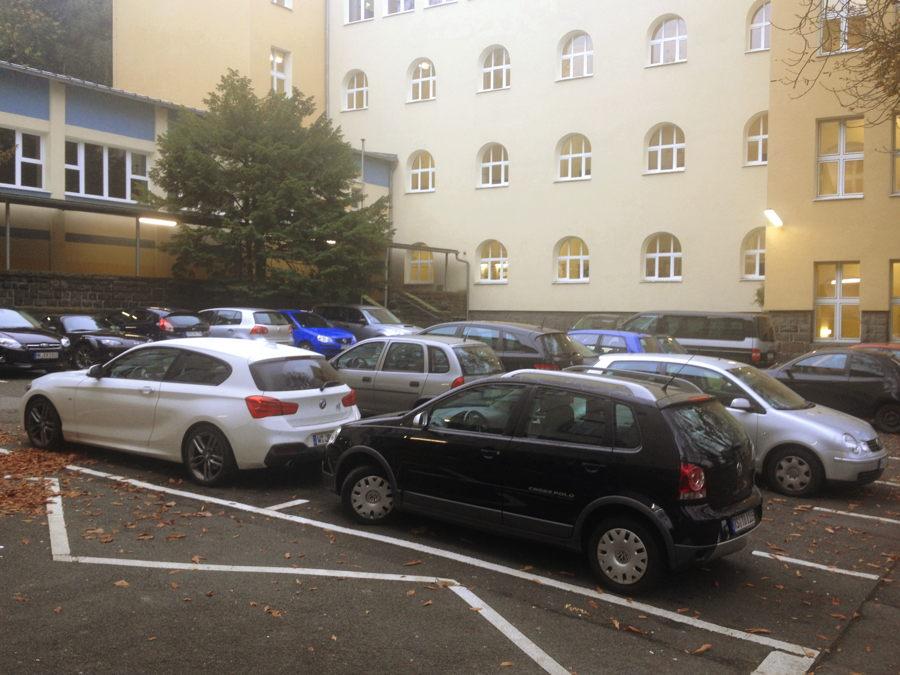 zugeparkter_schulhof